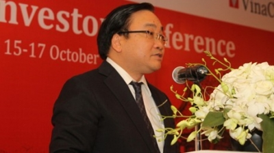 Deputy PM Hoang Trung Hai directly discusses investment opportunities and policies. with investors (Credit: VGP)