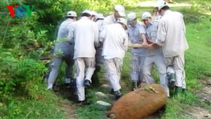 Unexploded bomb unearthed in Quang Tri