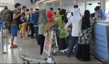 Tan Son Nhat named in list of worst airports