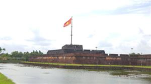 Hue to fire cannons of Flag Tower for tourists
