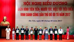 Hanoi honours 10 exemplary citizens in 2017