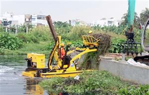 HCM City trials new system to collect rubbish from water bodies