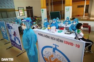 Vietnamese teenagers given Covid-19 vaccine