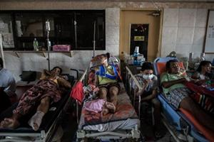 Philippine typhoon hospital battles on without roof, water, power