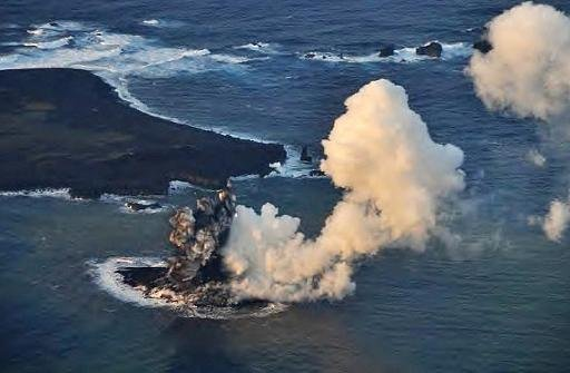 New Japan islet created in volcano eruption