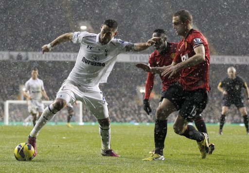 Ice-cool Spurs hold United as Chelsea down Arsenal