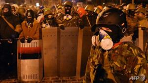Ukraine protesters expand camp after talks with Yanukovych fail
