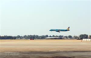 Upgraded runways in Tan Son Nhat, Noi Bai airports put into use