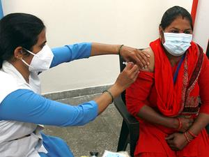 Tens of thousands skip India's vaccine drive launch