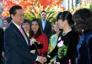 Government chief visits Vietnamese community in Japan