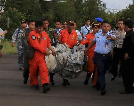 Divers set to search for AirAsia wreckage after debris, bodies found