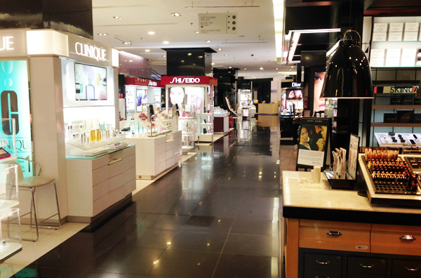On December 15, Taka Plaza 2 Trade Centre on Pham Ngoc Thach Street in HCM City's District 3 closed after operating for more than a year.