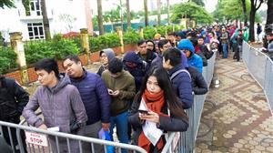 Fans queue up for AFF Cup final tickets
