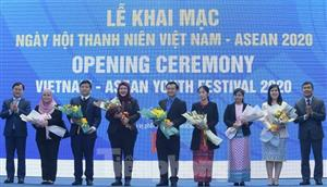 Young people from across ASEAN work together in Hanoi