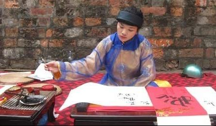 Young Vietnamese take interest in calligraphy