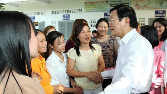President pays New Year call to HCM City workers