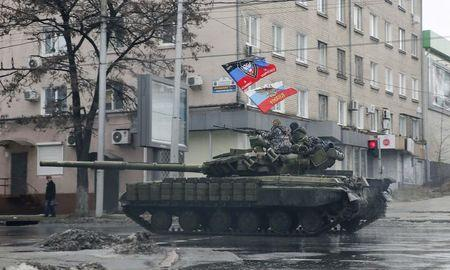 Deadly clashes rage in east Ukraine after peace talks fail