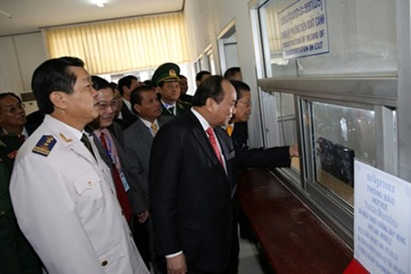 "Vietnam, Laos officially open ""one-stop-shop"" customs model"