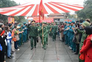 Thousands of young Hanoian men join the army