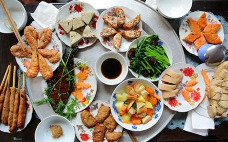 Vegetarian food popular on first full-moon day
