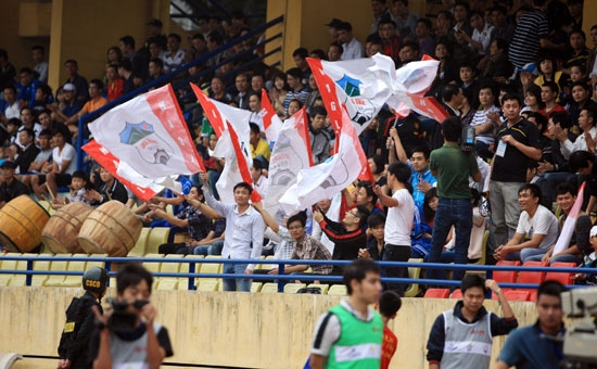 Vietnamese football attempts to woo back fans