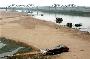 Falling Red river water levels hurting Vietnamese agriculture