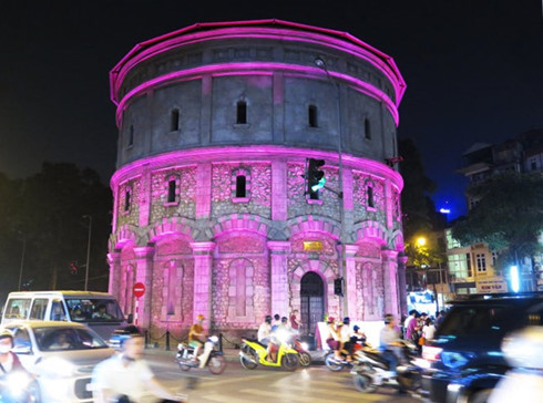 netherlands lights up water tower in hanoi hinh 0
