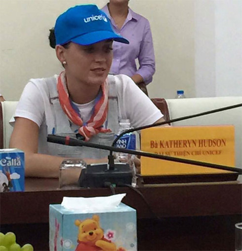 us pop star katy perry teams up with unicef in vietnam hinh 0