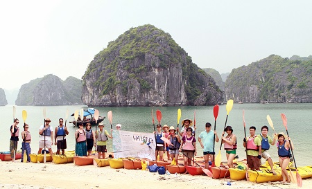 Clean up tour of Ha Long Bay