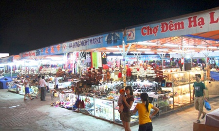 Ha Long night market to be removed for blocking view