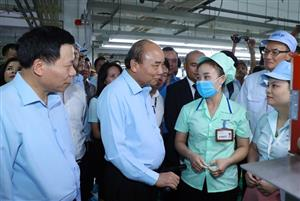 Prime Minister visits workers in Bac Ninh province