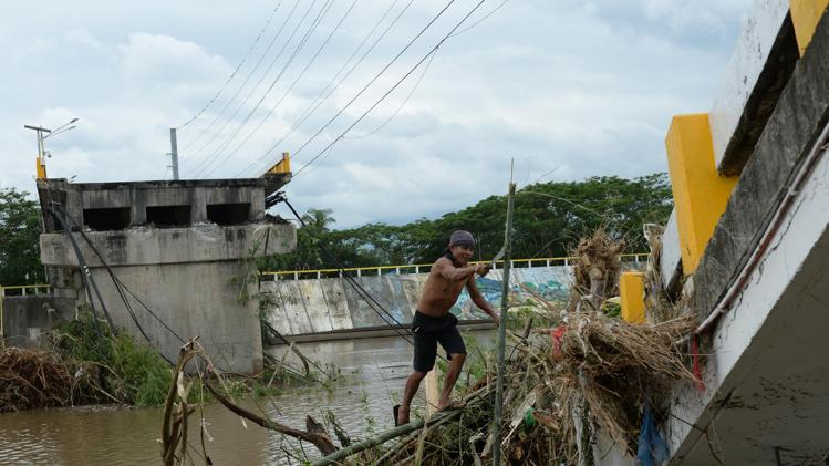 Typhoon power woes in Philippines as death toll hits 38