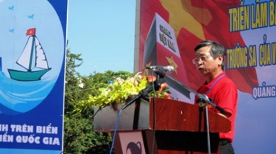 Deputy Chairman of Quang Ngai provincial People's Committee, Pham Nhu So calling local people to protect the country's sovereignty over sea and islands