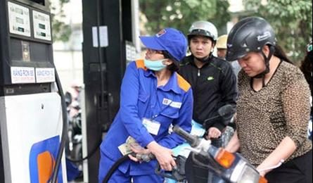 Vietnam sees first decrease in gasoline prices this year