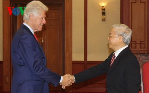 Party, State leaders receive former US President Bill Clinton DTiNews