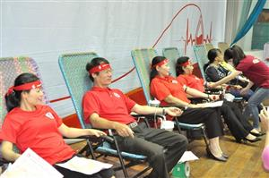 10,000 units of blood donated nationwide in one month