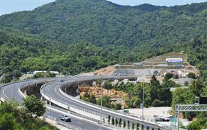 Vietnam's most modern tunnel opens to traffic