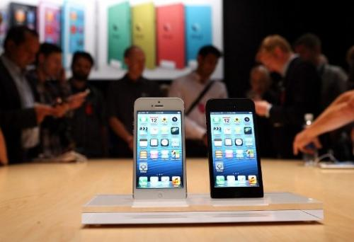 Apple goes big screen with iPhone 5
