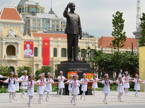 HCM City needs more statues, parks, squares to make public space pretty