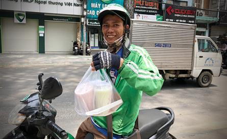 HCM City residents despair at high food delivery fees