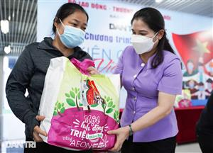 Dantri/Dtinews charity programme sends 800 gifts to Hanoi residents