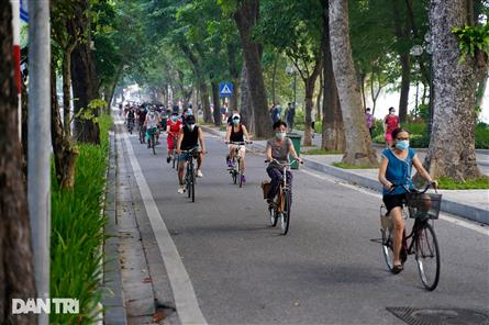 Hanoi streets busy again as people return to morning exercises