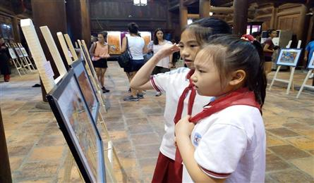 Folk painting exhibition opens at Temple of Literature
