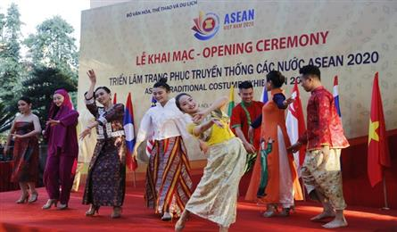 ASEAN traditional costumes displayed at Hanoi exhibition