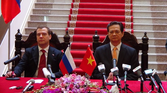 Vietnam, Russia sign deals for strategic partnership relation