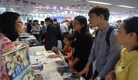 Vietnamese students in the US on the sharp rise