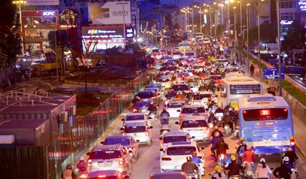 Traffic construction causes chaos in Hanoi's Tay Ho District
