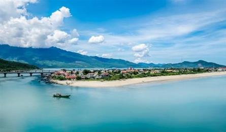 Two foreign tourists drown in Hue beach