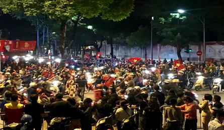 Football fans hit Hanoi streets after victory over UAE