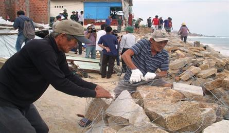Binh Dinh people making preparations for Storm Nakri